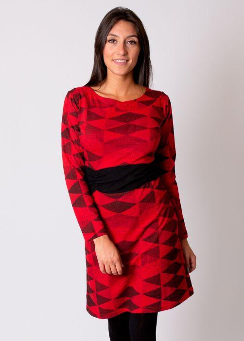 robe hiver rouge avec une ceinture noire