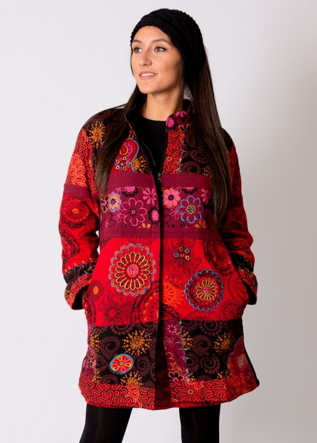 manteau hiver rouge motif ethnique