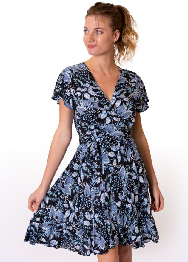 robe-cache-cœur-fleurie-bleue